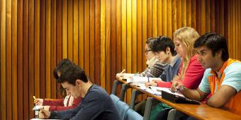 Write good thesis statement argumentative essay